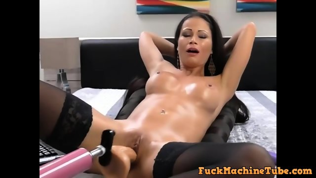 Fat chick squirts because of dildo machine