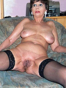 Solo naked mature women