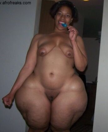 Nude bbw with wide hips