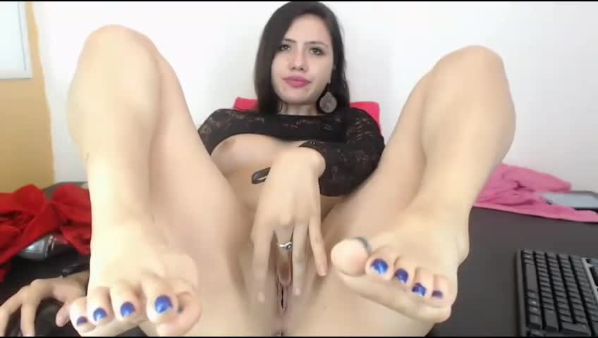 Sexy pussy and dirty toes